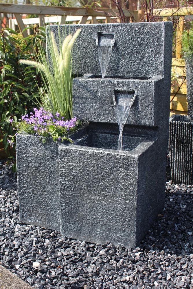 Arnusa Springbrunnen Grada